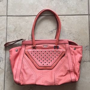 Guess handbag in great condition, wore it 4 times